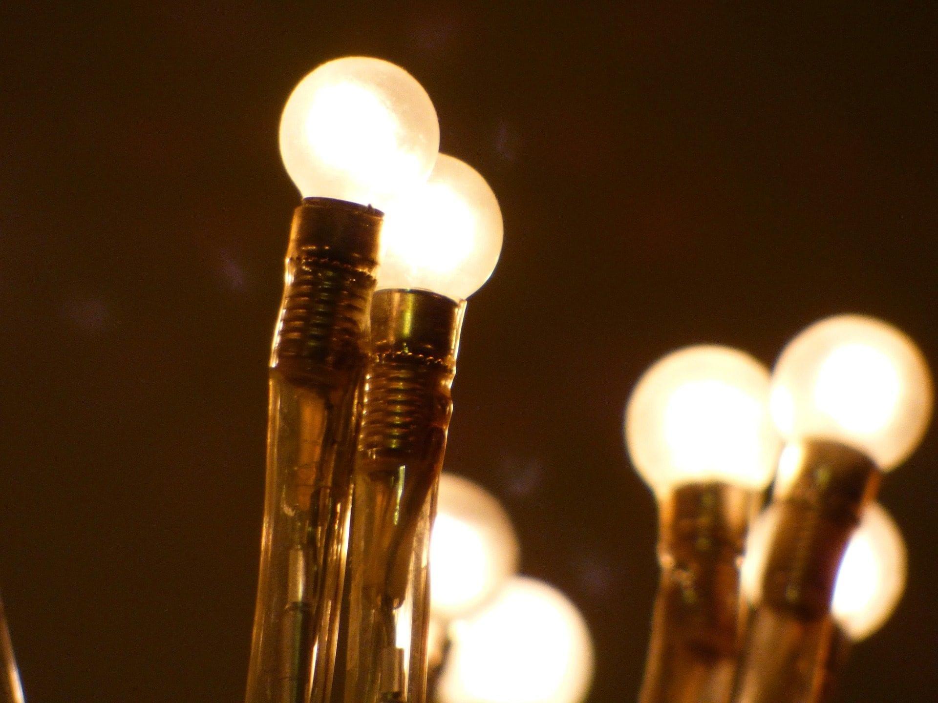 light-bulb-231487_1920